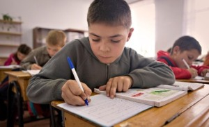 studying-moldovian-kid2