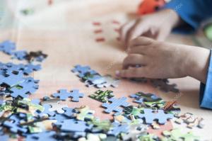 depositphotos_99173118-stock-photo-kid-doing-puzzle